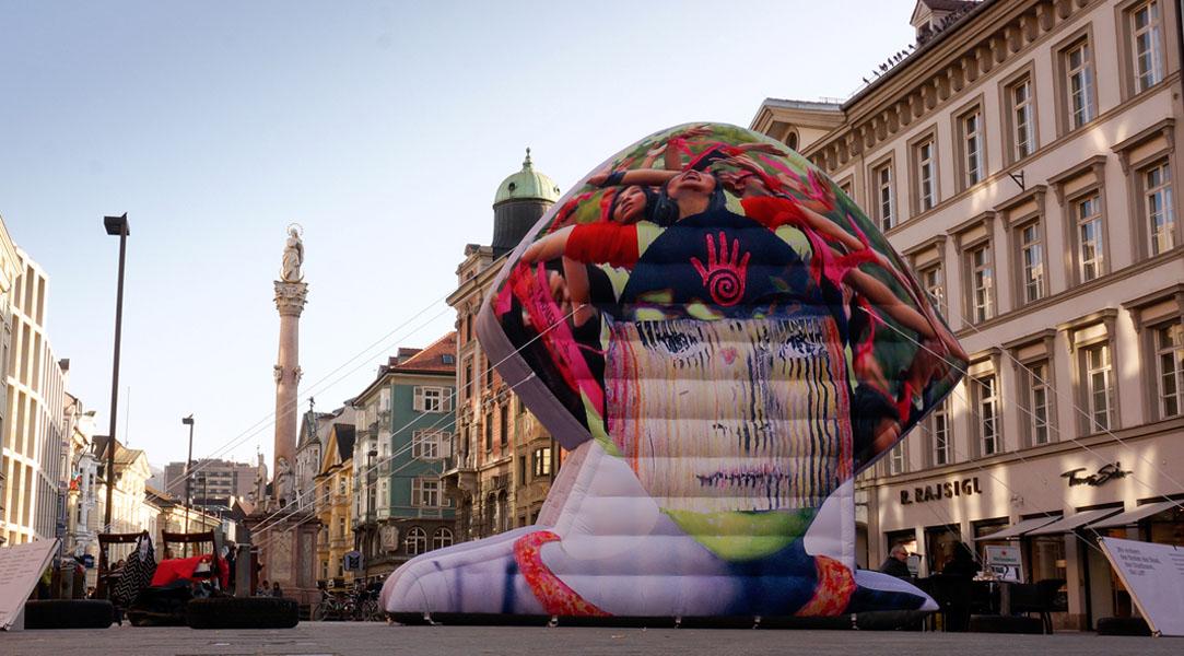 Skulptur Gewalt gegen Frauen - Monika Zanolin