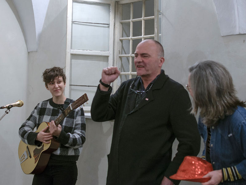 Karl Gostner eröffnet, mit Erica Russo & Daniela Maria Span
