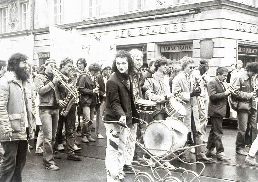 komm - iik - links vorne Norbert Pleifer, mitte vorne Kapellmeister Thomas Renoldner - 1981