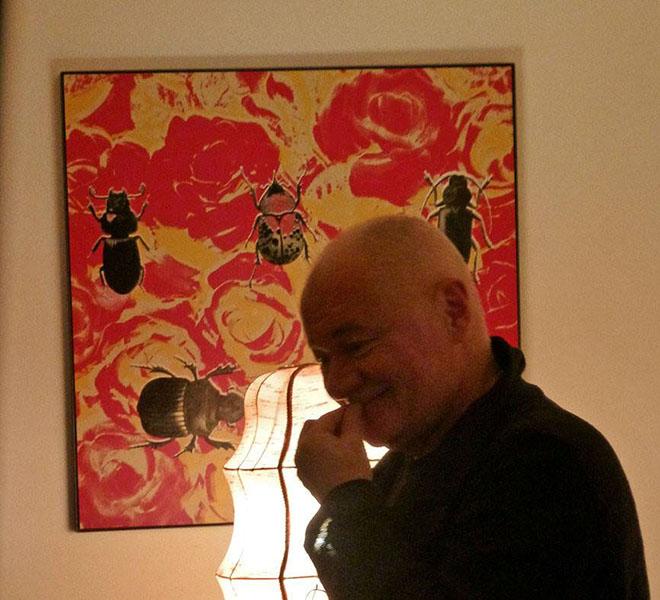 Otto Brusatti (vor einem Siebdruck von Daniela M. Span)